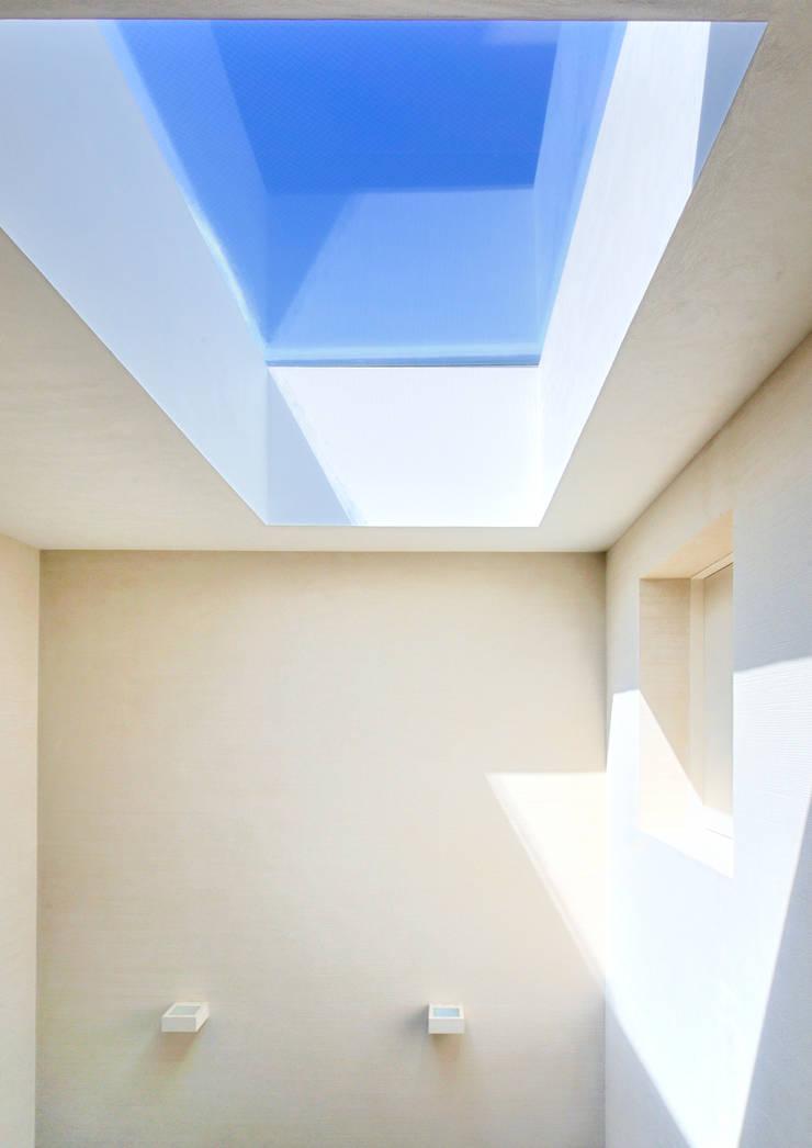 用賀の住宅: 井上洋介建築研究所が手掛けた窓です。