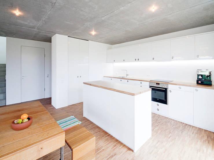 مطبخ تنفيذ f m b architekten - Norman Binder & Andreas-Thomas Mayer