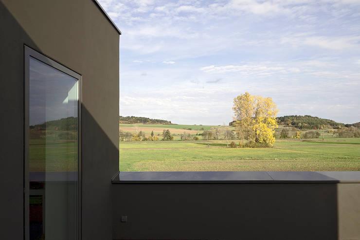 بلكونة أو شرفة تنفيذ f m b architekten - Norman Binder & Andreas-Thomas Mayer