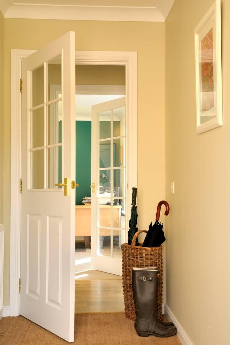 Hallway:  Corridor & hallway by Aitken Turnbull Architects