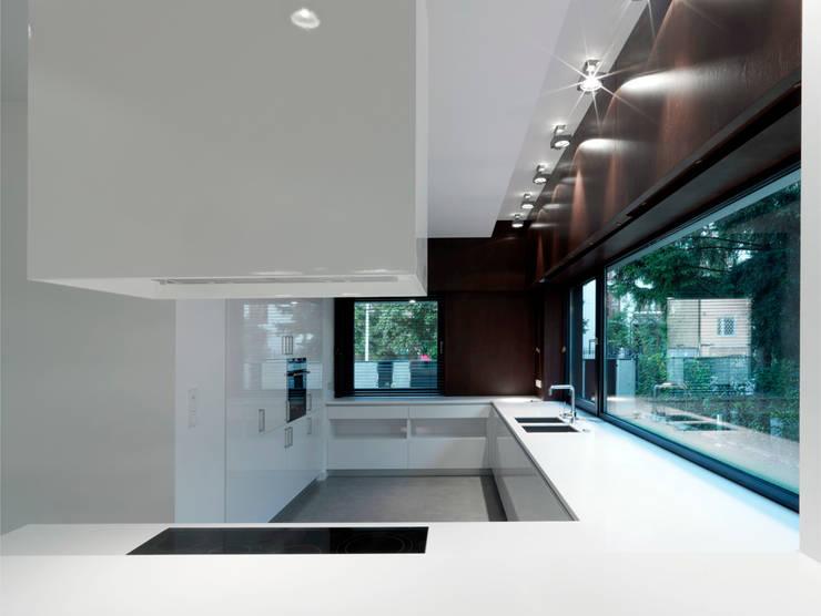 Dom175 wnętrze: styl , w kategorii Kuchnia zaprojektowany przez Jednacz Architekci
