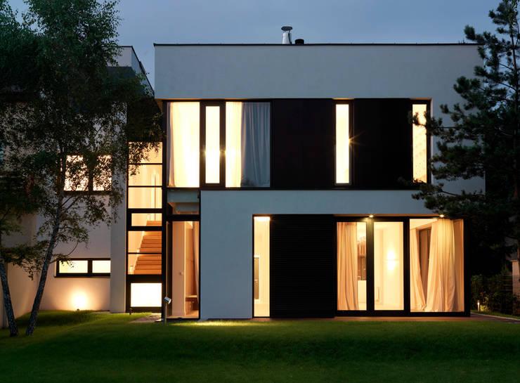 Dom175 elewacja: styl , w kategorii Domy zaprojektowany przez Jednacz Architekci