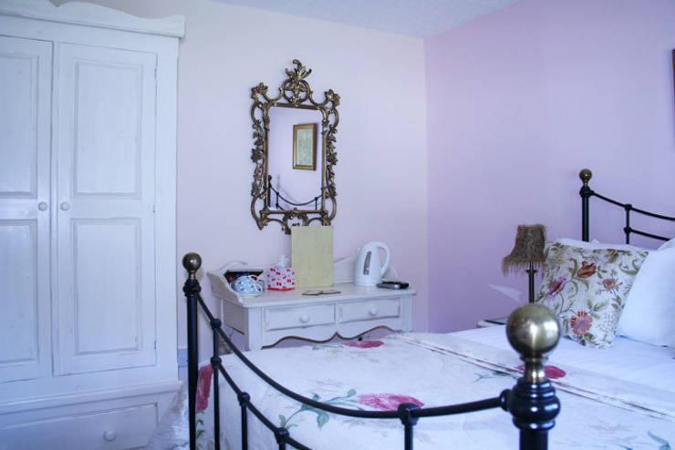 Washstand:  Bedroom by Alpine Furniture