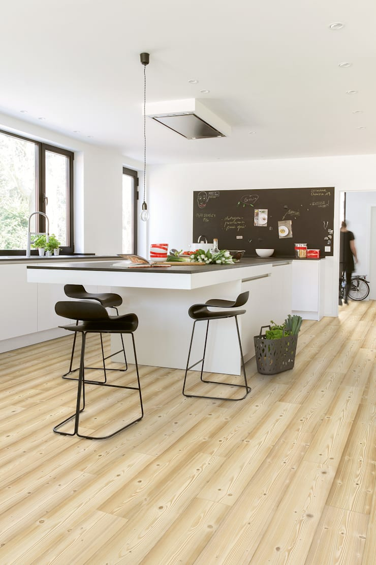 Natural Pine:  Walls & flooring by Quick-Step