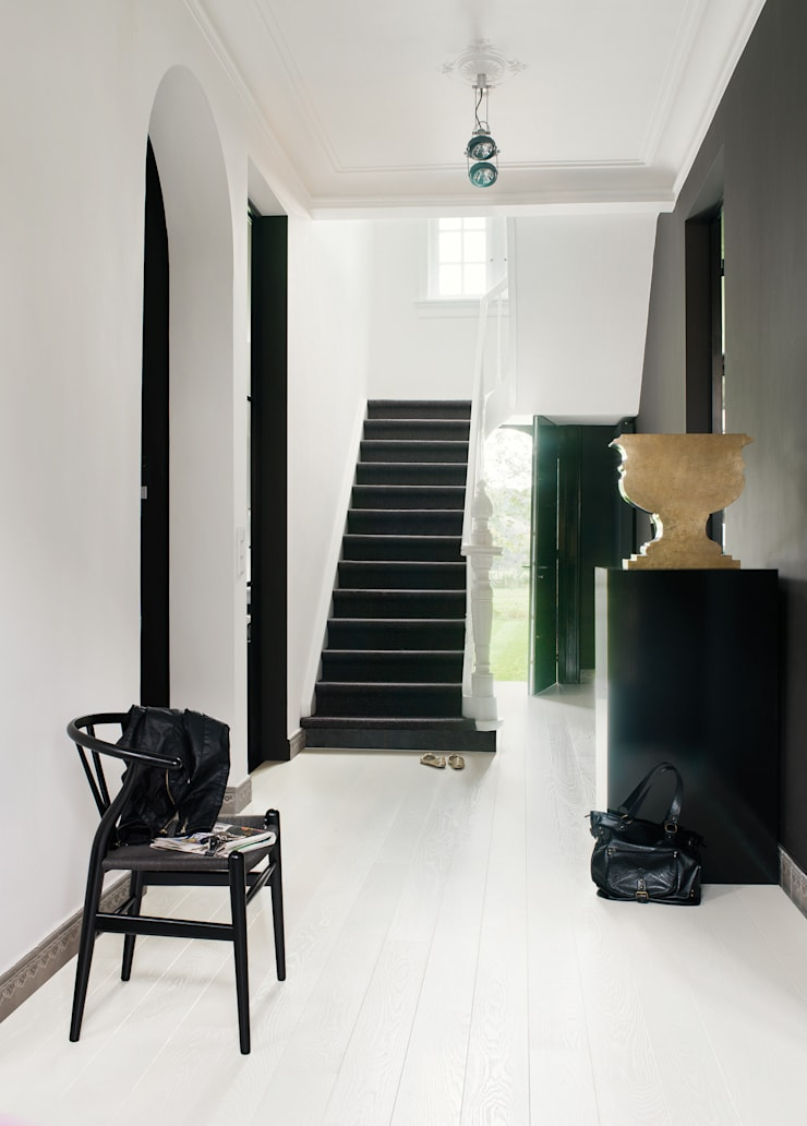 Ivory White Ash Satin:  Walls & flooring by Quick-Step