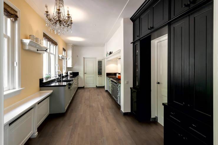 Royal Grey Oak Oiled:  Walls & flooring by Quick-Step