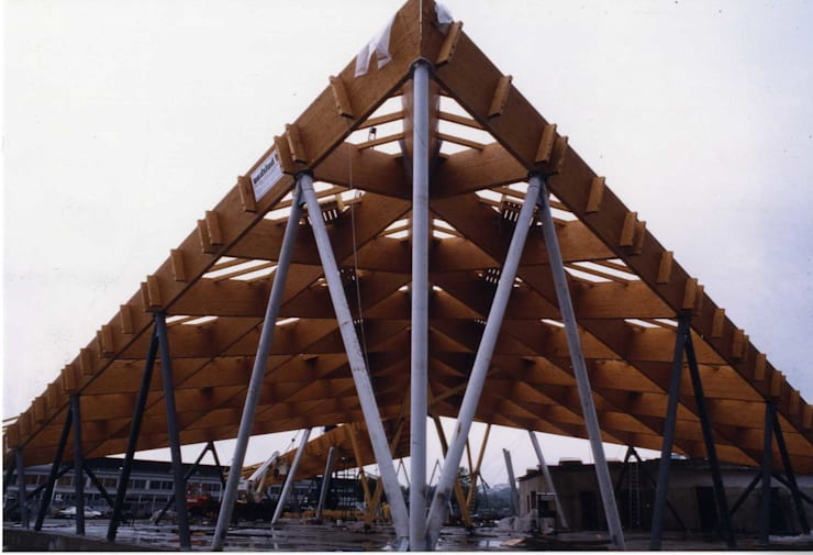 Aquilone di Chicco: Spazi commerciali in stile  di Archiluc - Studio di Architettura Lucini Associati