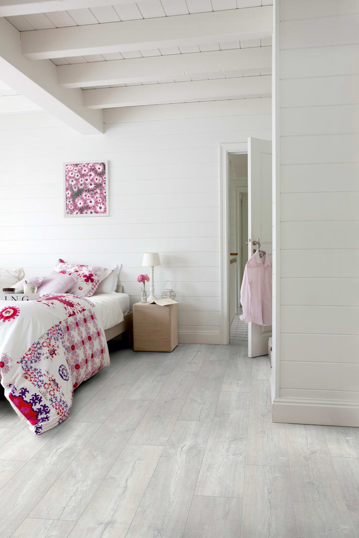 Patina Oak Light White:  Walls & flooring by Quick-Step