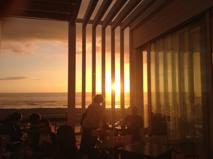 Apoio de Praia Completo - Offshore: Bares e clubes  por SAFE Arquitetura