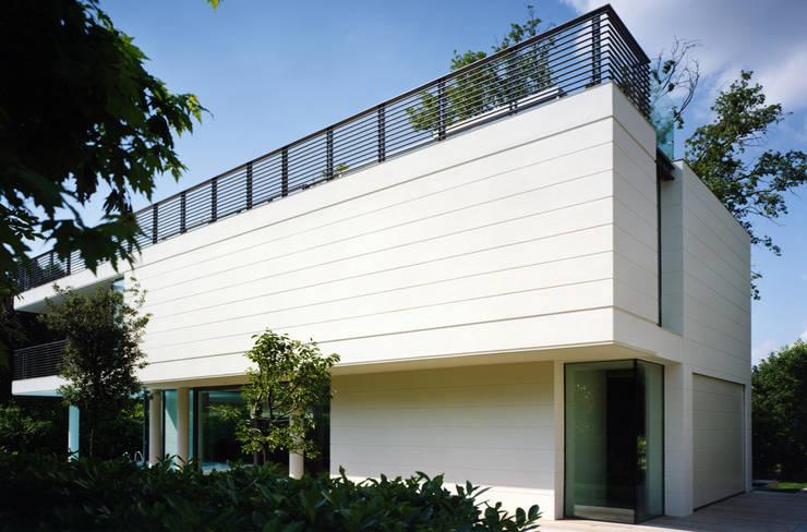 HSBC – housescape reggio emilia: Case in stile  di NAT OFFICE - christian gasparini architect