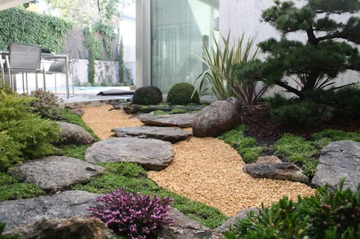 Jardin japones con Niwaki: Jardines japoneses de estilo  de Jardines Japoneses -- Estudio de Paisajismo