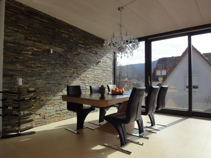 Haus AIDA: moderne Esszimmer von Gansloser Energiesparhäuser