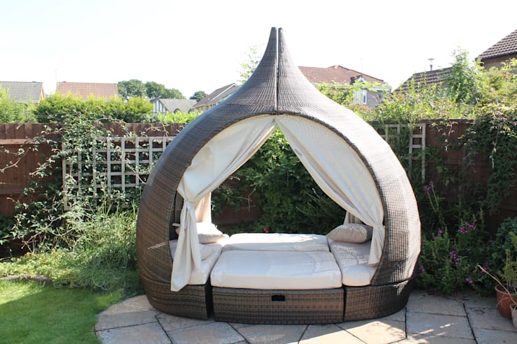 Peach Day Bed:  Garden  by Garden Furniture Centre