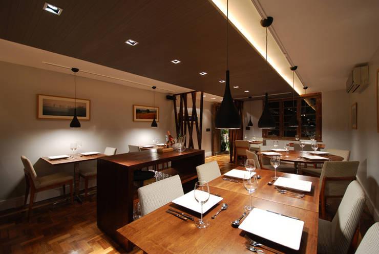 Projeto Restaurante Auxiliadora: Espaços gastronômicos  por Malu Soeiro Reforma, Arte e Design,Moderno