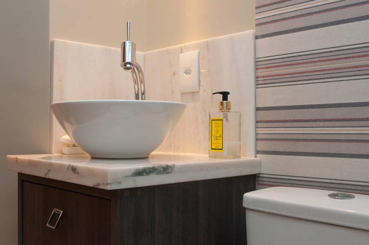 Projeto Apartamento de Casal: Banheiros  por Malu Soeiro Reforma, Arte e Design