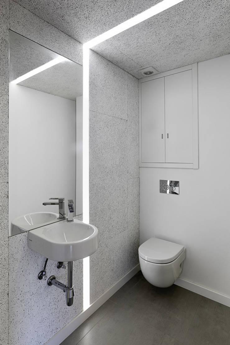 Piso Heraklith: Baños de estilo  de Castroferro Arquitectos