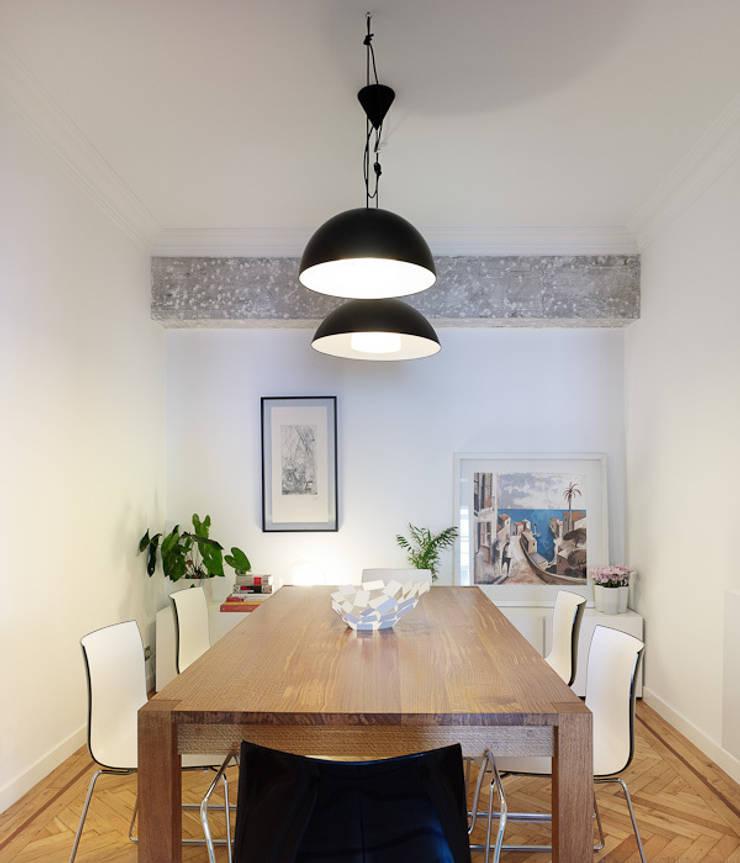 Piso en Vigo: Comedores de estilo moderno de Castroferro Arquitectos