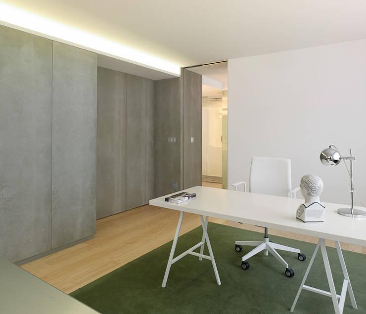 modern Study/office by Castroferro Arquitectos