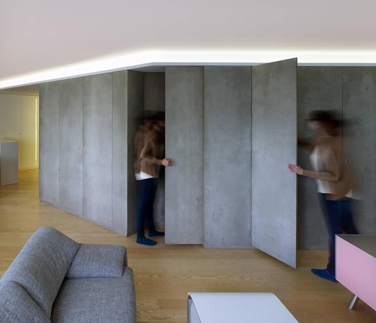 Salas / recibidores de estilo  por Castroferro Arquitectos