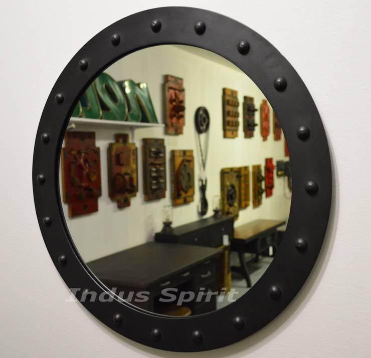 Miroir industriel sur mesure: Couloir, entrée, escaliers de style  par Indus Spirit