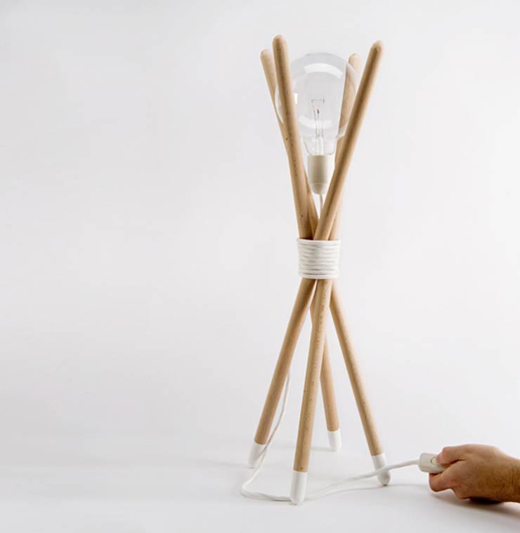Lámpara sobremesa nuus: Salones de estilo  de Chicplace