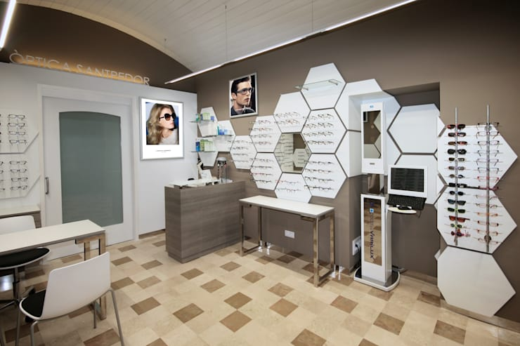 EXPOSICIÓN 1 : Espacios comerciales de estilo  de Crespi Interiorisme