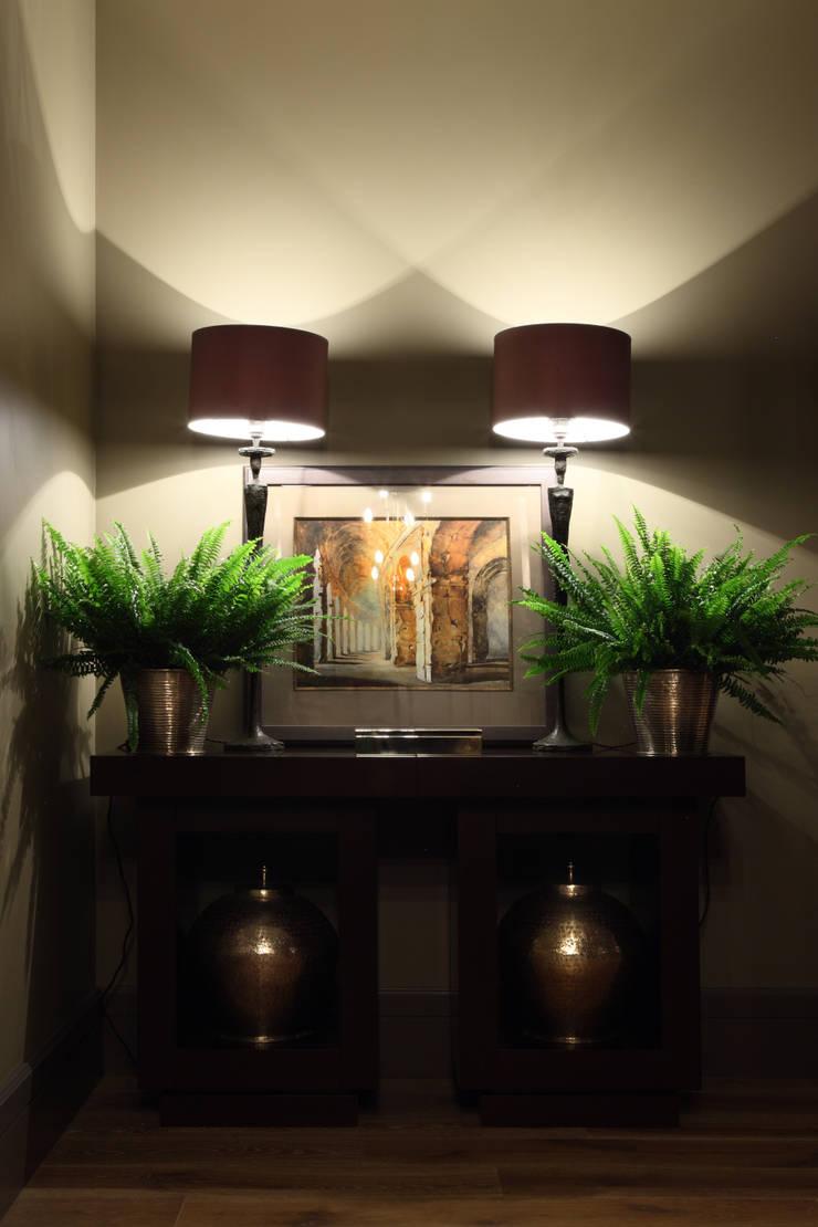 Квартира в Москве в Щемиловском переулке: Коридор и прихожая в . Автор – Дизайн бюро Татьяны Алениной