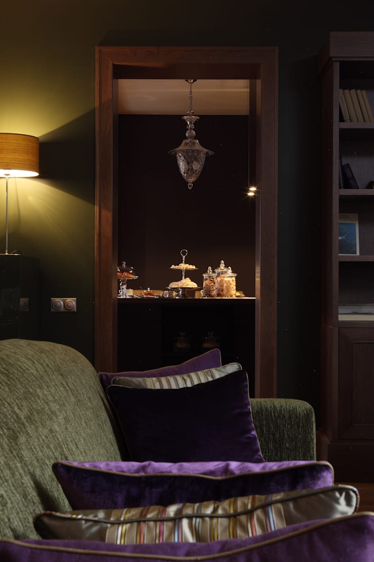 Квартира в Москве в Щемиловском переулке: Гостиная в . Автор – Дизайн бюро Татьяны Алениной
