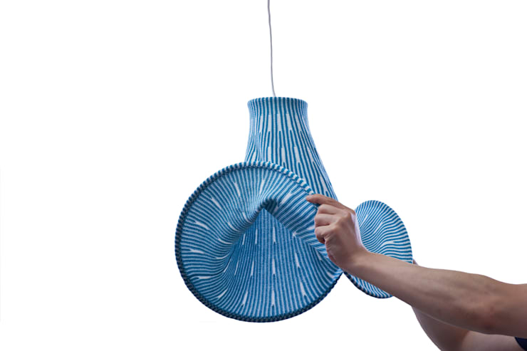 Expand Lamp: KENICHIRO OOMORI MOVING DESIGNが手掛けた玄関&廊下&階段です。