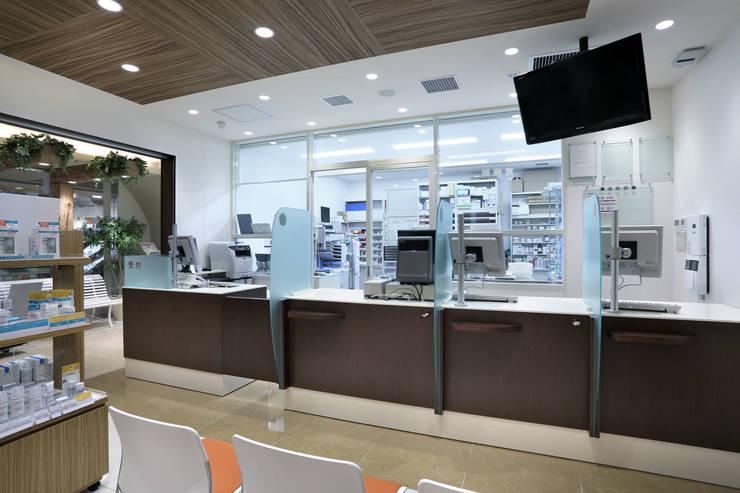 アイン薬局 アトレヴィ東中野店 : 株式会社 伊坂デザイン工房が手掛けた医療機関です。