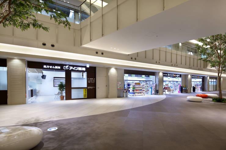 アイン薬局 みなとみらい店/アインズ&トルペ みなとみらい店 : 株式会社 伊坂デザイン工房が手掛けた医療機関です。