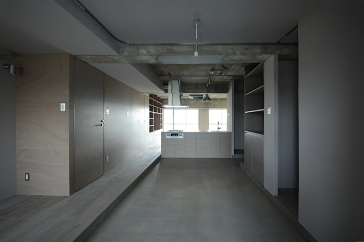 駒場・ROOM・S(KOMABA・ROOM・S): 吉田裕一建築設計事務所が手掛けた廊下 & 玄関です。