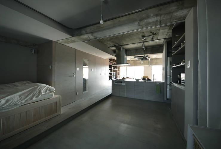 駒場・ROOM・S(KOMABA・ROOM・S): 吉田裕一建築設計事務所が手掛けたキッチンです。
