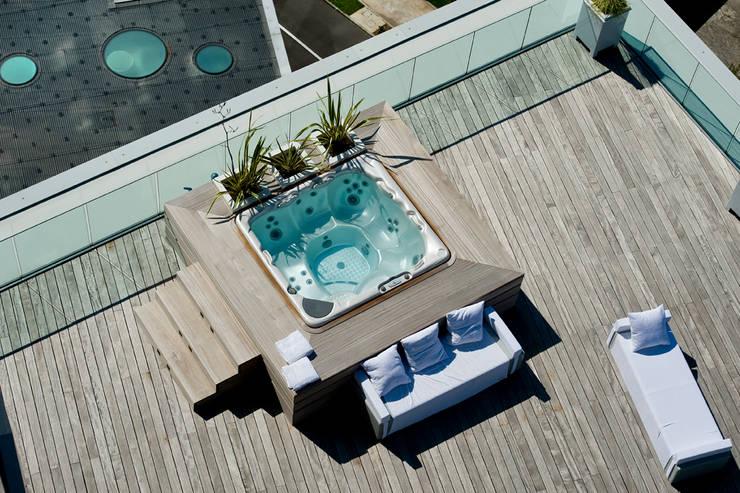 Terrazza vista dall'alto: Terrazza in stile  di Studio Architettura Carlo Ceresoli