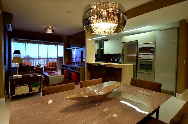 Apartamento Urban: Salas de jantar  por Studio Cinque,Moderno