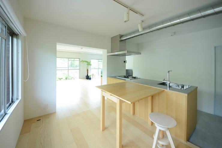 荏田・ROOM・M(EDA・ROOM・M): 吉田裕一建築設計事務所が手掛けたダイニングです。