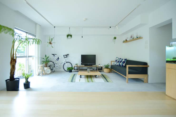 Phòng khách by 吉田裕一建築設計事務所