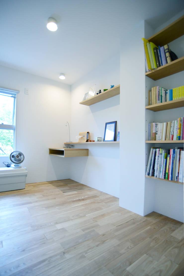 荏田・ROOM・M(EDA・ROOM・M): 吉田裕一建築設計事務所が手掛けた書斎です。