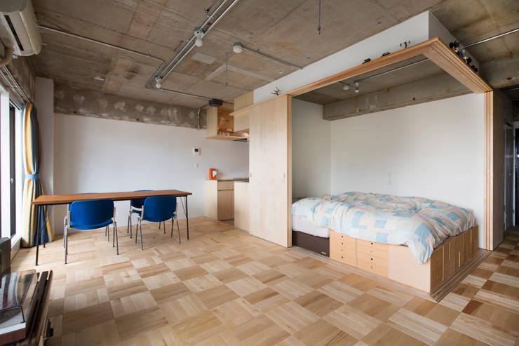 築地・ROOM・H(TSUKIJI・ROOM・H): 吉田裕一建築設計事務所が手掛けた寝室です。