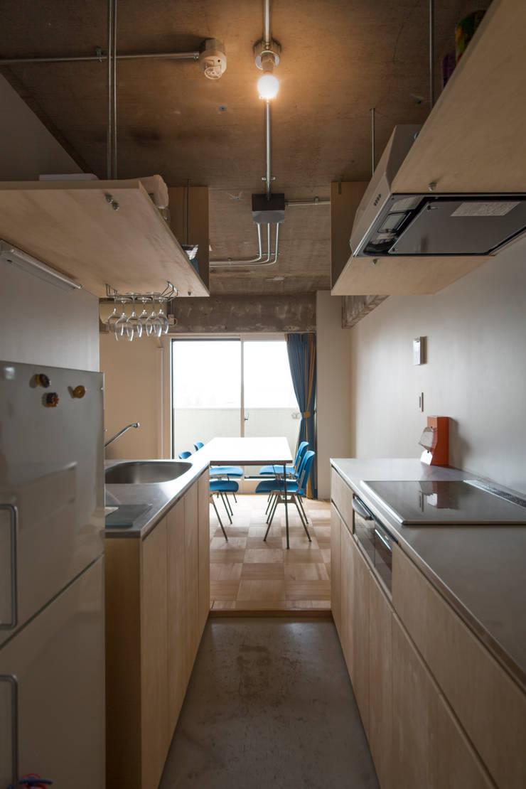 築地・ROOM・H(TSUKIJI・ROOM・H): 吉田裕一建築設計事務所が手掛けたダイニングです。