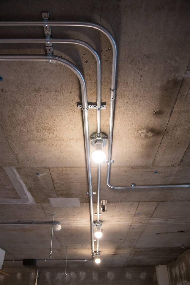 築地・ROOM・H(TSUKIJI・ROOM・H): 吉田裕一建築設計事務所が手掛けた廊下 & 玄関です。