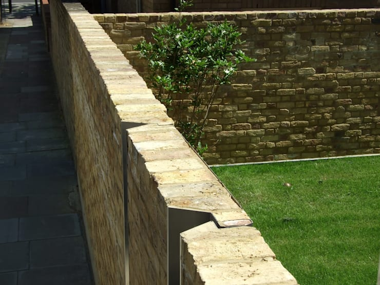30 Cardozo Road - boundary wall & entrance:  Garden by Jack Woolley
