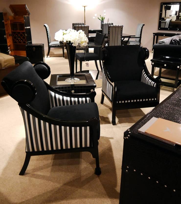 Moonlight Collection: Estudios y despachos de estilo moderno de Wing Chair S.A.