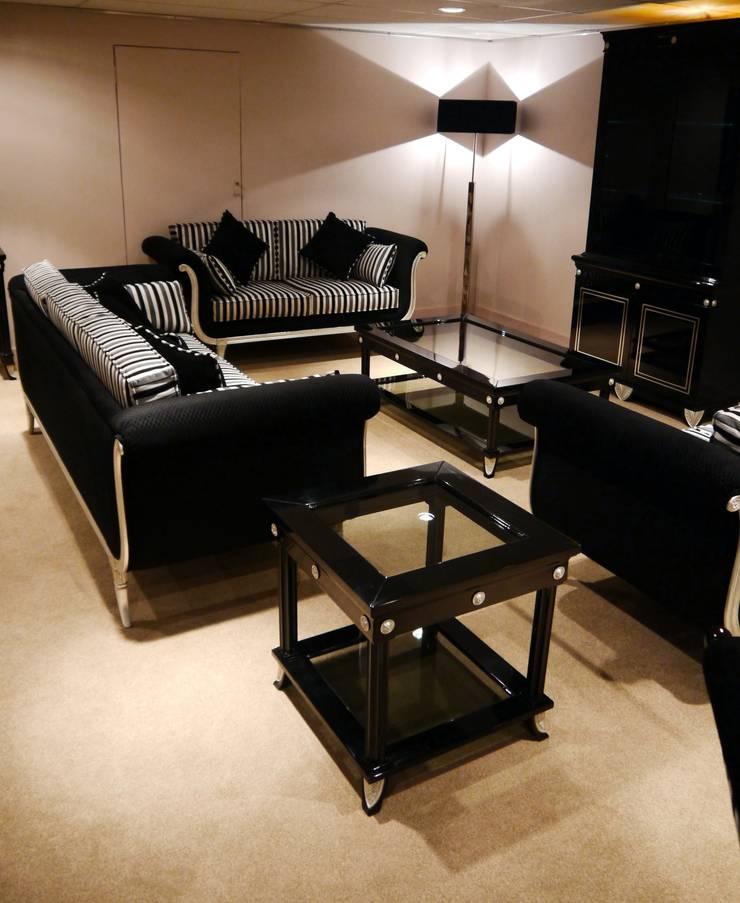 Moonlight Collection: Comedores de estilo moderno de Wing Chair S.A.