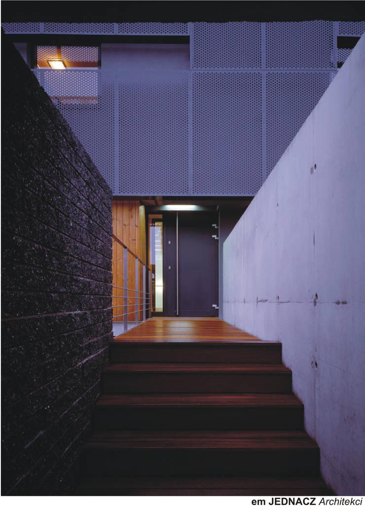 KL: styl , w kategorii Domy zaprojektowany przez Jednacz Architekci,Nowoczesny
