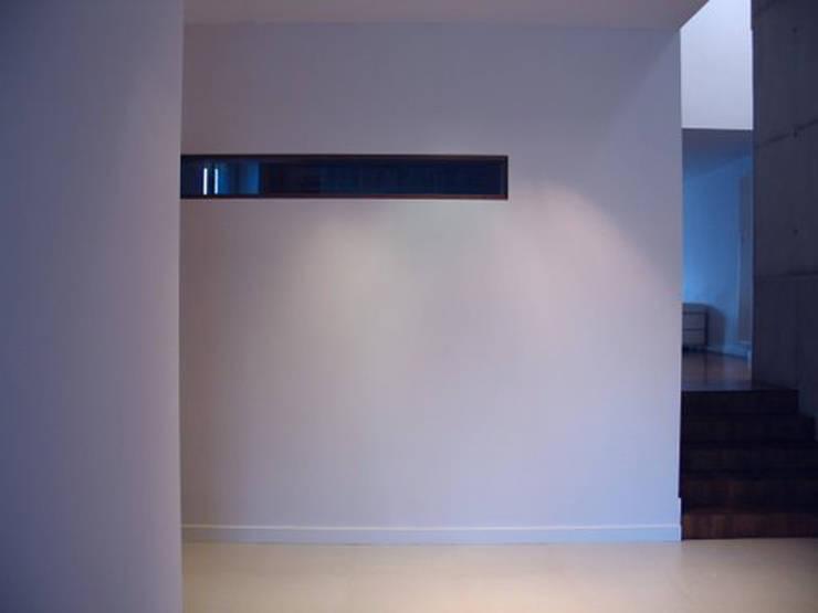 KL wnetrza: styl , w kategorii Korytarz, przedpokój zaprojektowany przez Jednacz Architekci,Nowoczesny
