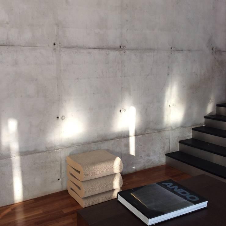 KL wnetrza: styl , w kategorii Korytarz, przedpokój zaprojektowany przez Jednacz Architekci
