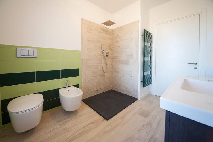 bagno: Bagno in stile  di andrea lazzaro architetto