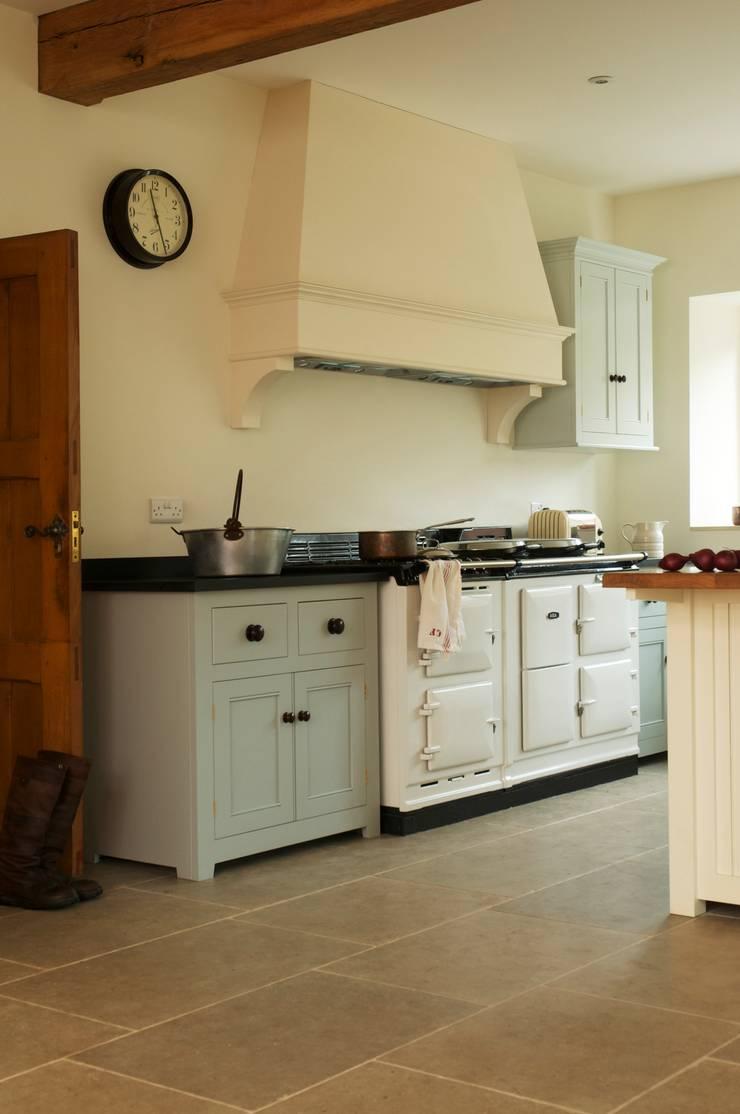 The Osgathorpe Classic English Kitchen by deVOL :  Kitchen by deVOL Kitchens