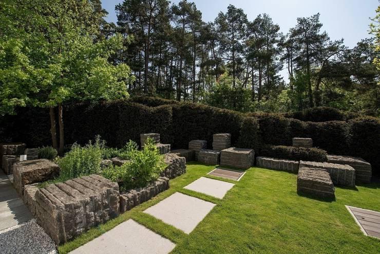 Jardines de estilo  por Naturform Japangärten & Koiteichbau